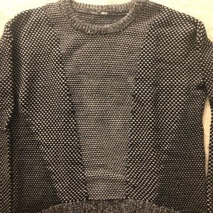 Black & white long sleeve lululemon sweater